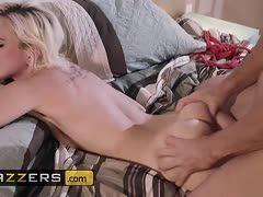 Blondes Teen erlebt harten BDSM Überfall